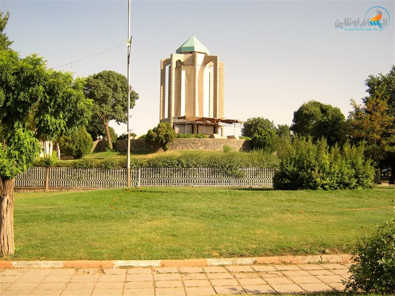 مرقد الشاعر باباطاهر في مدينة همدان