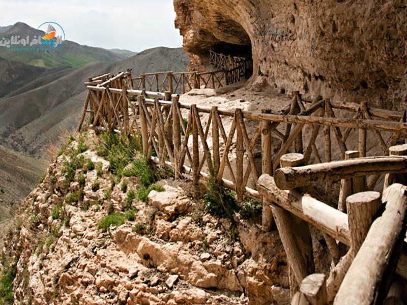 السياحة في إيران كهف كرفتو (محافظة كردستان)