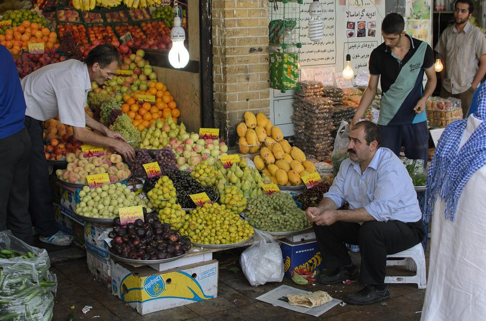 أجواء نابضة بالحياة من بازار تجريش