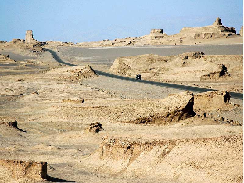 إنها تجربة مريحة لتكون محاطًا بالكثبان الرملية الواسعة والهادئة والذهبية