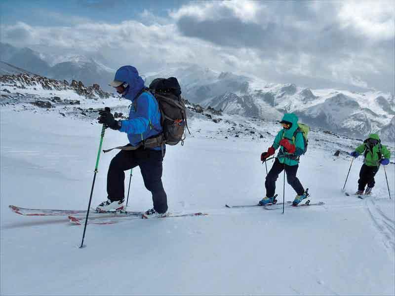 إيران وجهة رائعة للتزلج