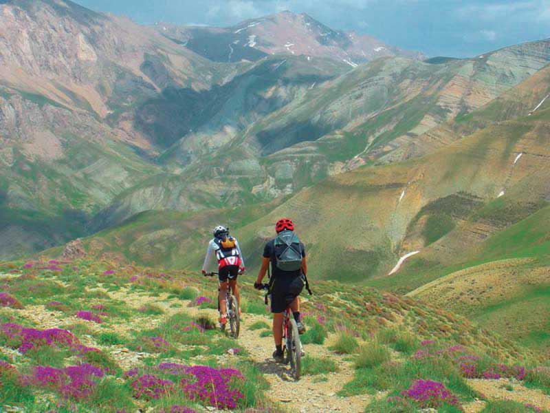 استمتع بجولات ركوب الدراجات الجبلية المذهلة في إيران