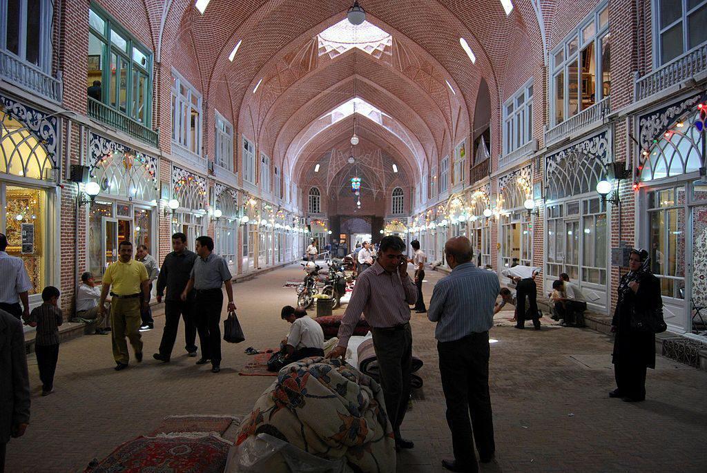 بازار السجاد الكبير في تبريز ، إيران