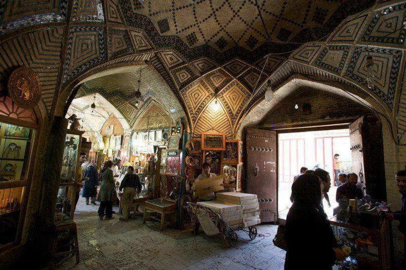 البازار الكبير المعروف أيضًا باسم بازار القيصر هو أحد الأسواق التاريخية في إيران في أصفهان.