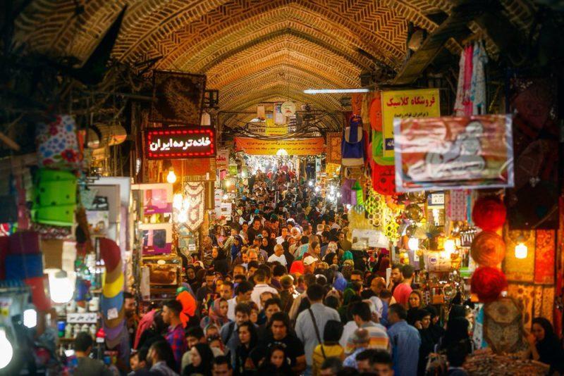 يعد بازار طهران الكبير أحد المراكز التجارية الأساسية في إيران
