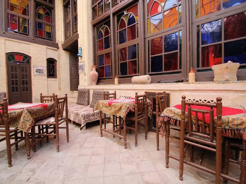 فندق نيايش في شيراز