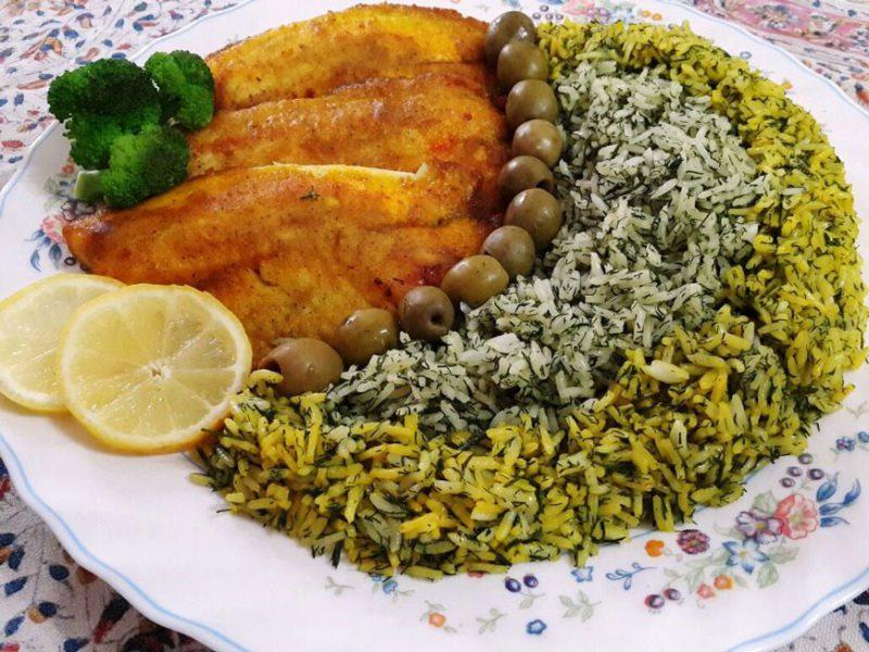 سبزي بلو با ماهي (الأعشاب والأرز والسمك المقلي)