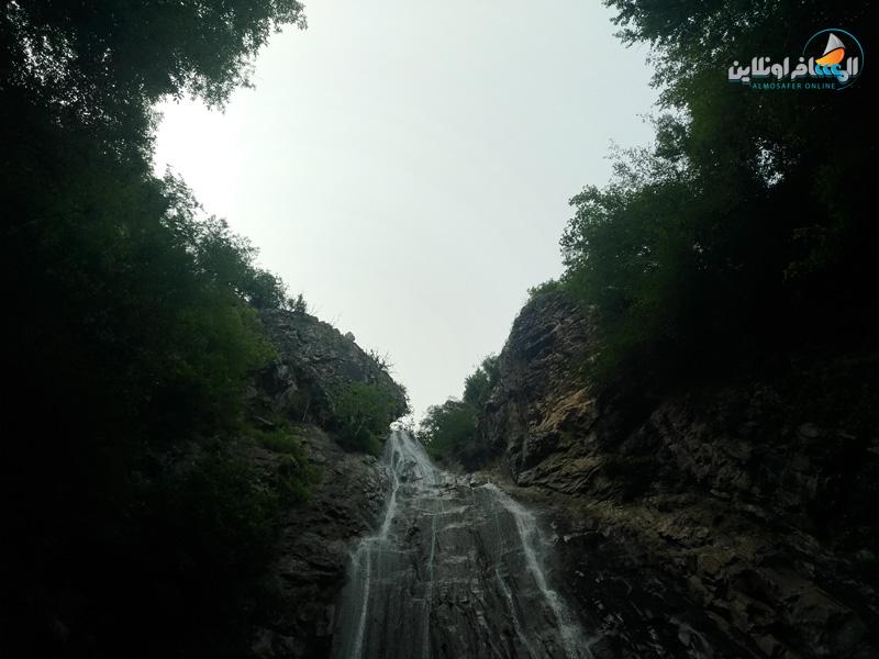 شلال میلاش Milash هو شلال جميل في منطقة ريفية تحمل نفس الاسم في قسم Rahimabad في Rudsar. ينبع من جبال بندبان. يبلغ ارتفاع شلال ميلاش 25 مترا وطوله ثمانية أمتار وليس عميقا. هذا المكان هو واحد من مناطق الجذب السياحي في جيلان وأحد معالم Rahim Abad.