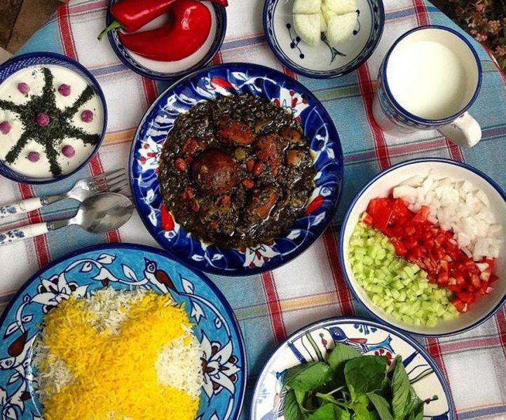 أطعمة إيرانية لذيذةخورشت قورمة سبزي (مرق قرمة سبزي)