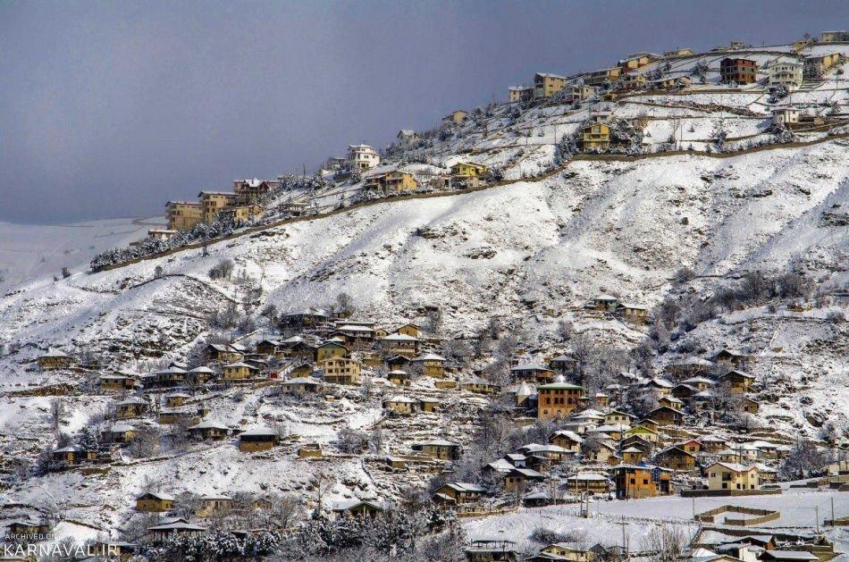 الثلج في مدينة كلاردشت شمال إيران