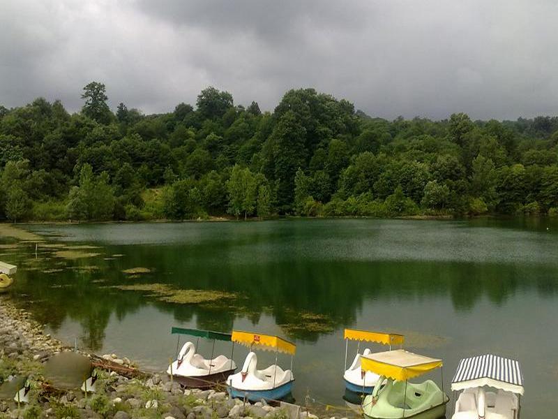 بحيرة أليمالات هي أجمل بحيرة للنزهات ومشاهدة المعالم السياحية في شمال إيران
