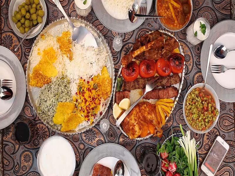 مطعم كشتي (السفينة) في مدينة رامسر شمال ايران
