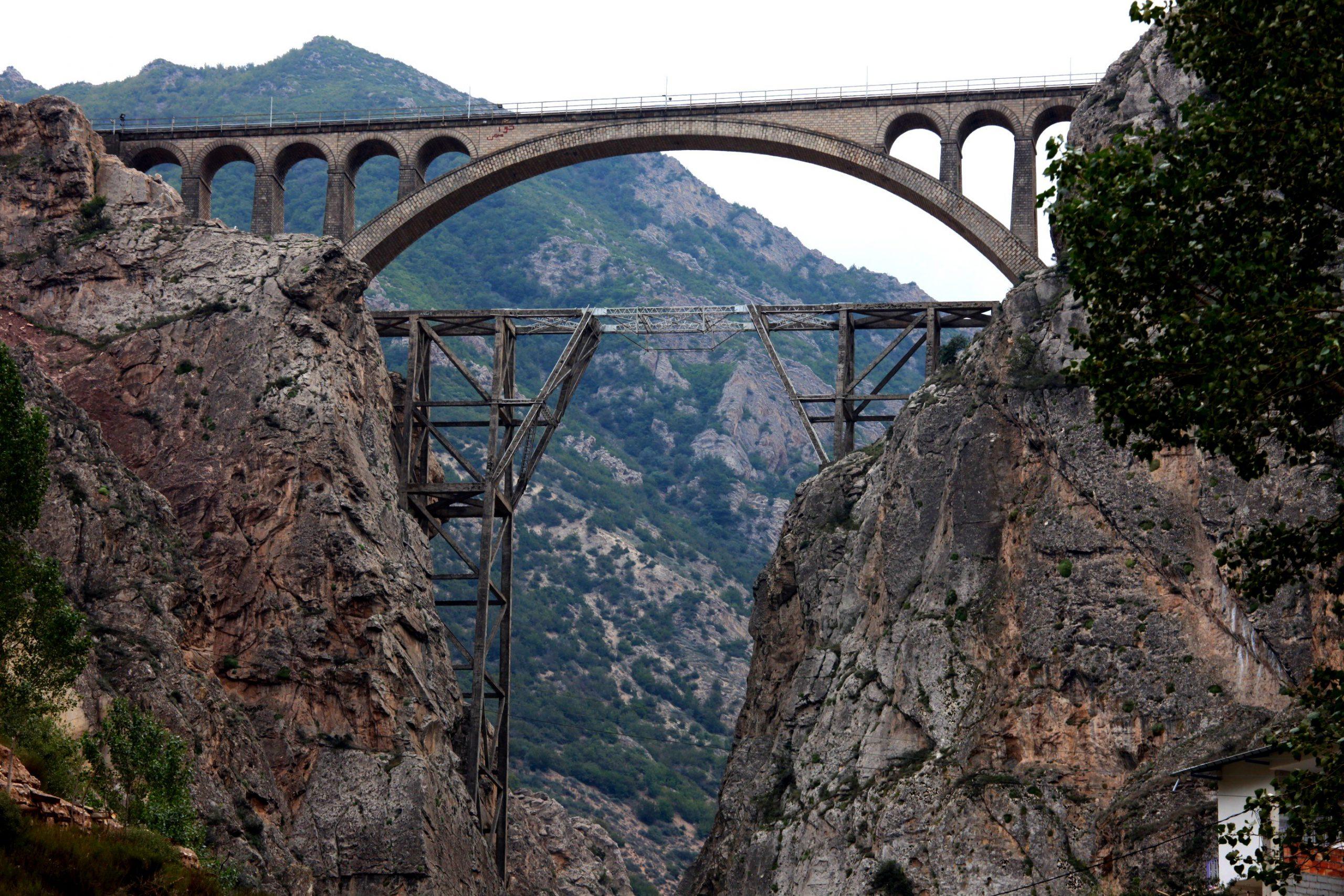 جسر ورسك في شمال إيران