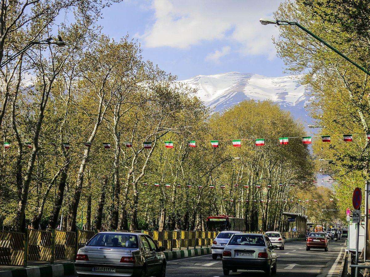 شوارع إيران -شارع وليعصر في طهران