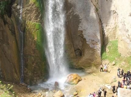 شلال شاهاندشت في مدينة آمل في شمال إيران