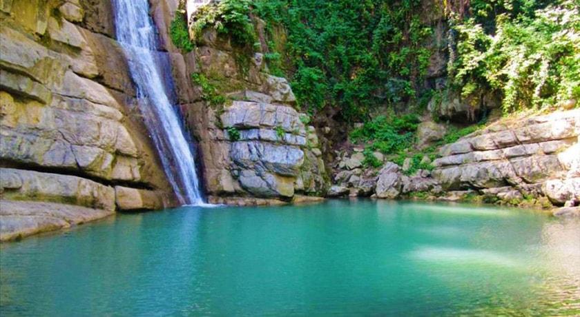 شلال شيرآباد في محافظة جلستان الإيرانية