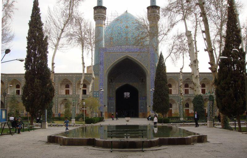 مدرسة جهار باغ في أصفهان