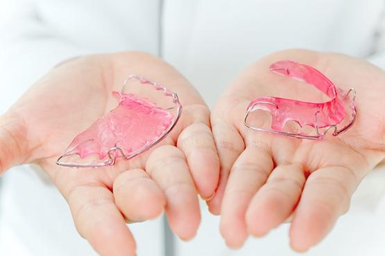 استخدام البلاك بعد تقويم الأسنان في إيران