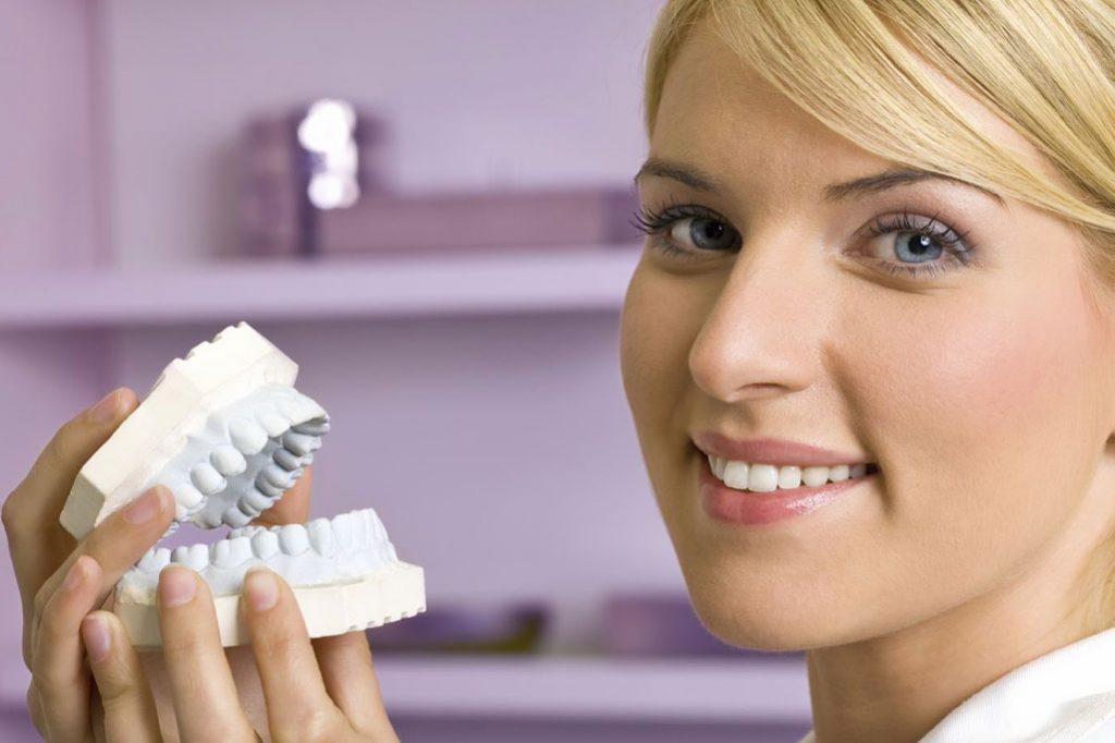 طقم الأسنان في إيران