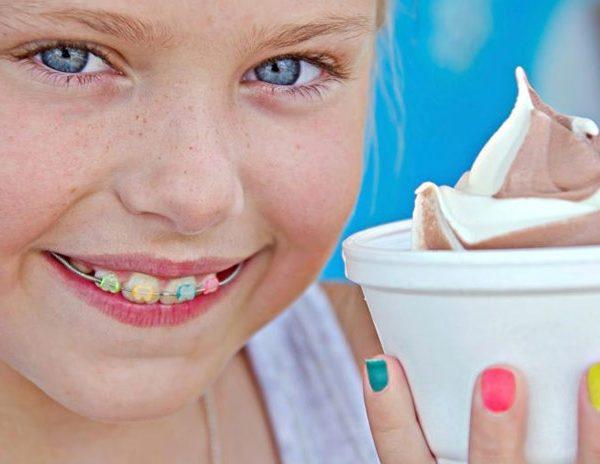 كيف يتم تقويم الأسنان للأطفال